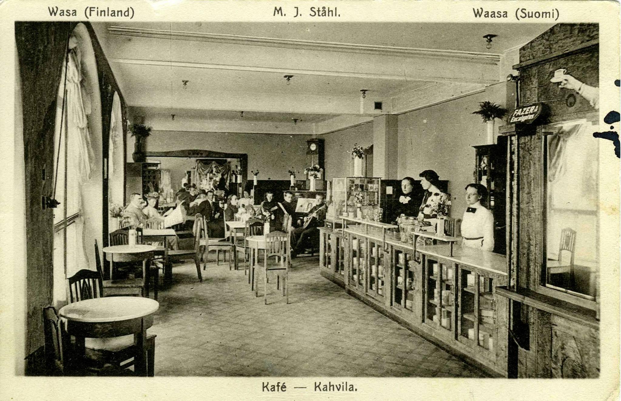 Det var ett fint och modernt kafé som Olga arbetade på medan brodern Viktor var i militären.