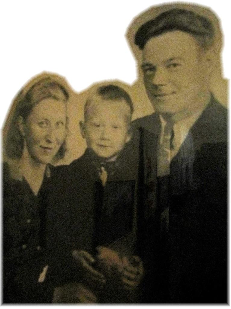 På fotot Esteri, sonen Sulo och Lauri Lehtimäki, ca 1945.