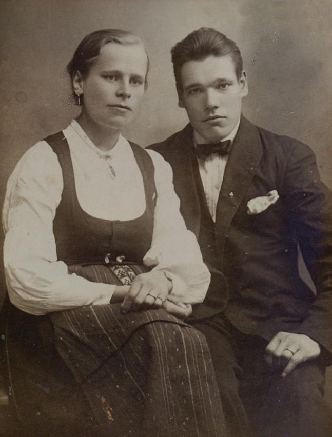 Här förlovningsparet Hulda Storkull och Karl Hemberg. De gifte sig i februari 1927.