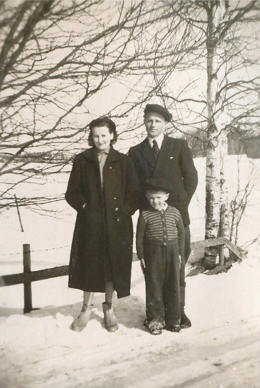 Här står Ethel med sin familj i mitten på 50-talet.