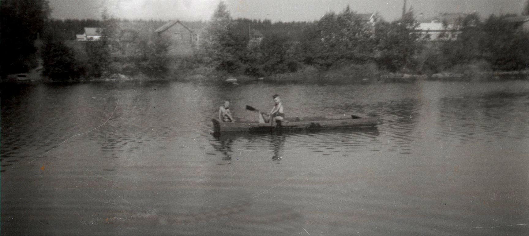 Kurt och John med ekstocken ute på ån i början på 60-talet.