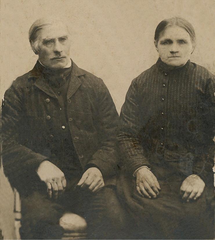 """""""Rebeck-Kalle"""" Karl Lillkull (1840-1914) och Maja Sofia (f. Klemets 1844-1927)."""