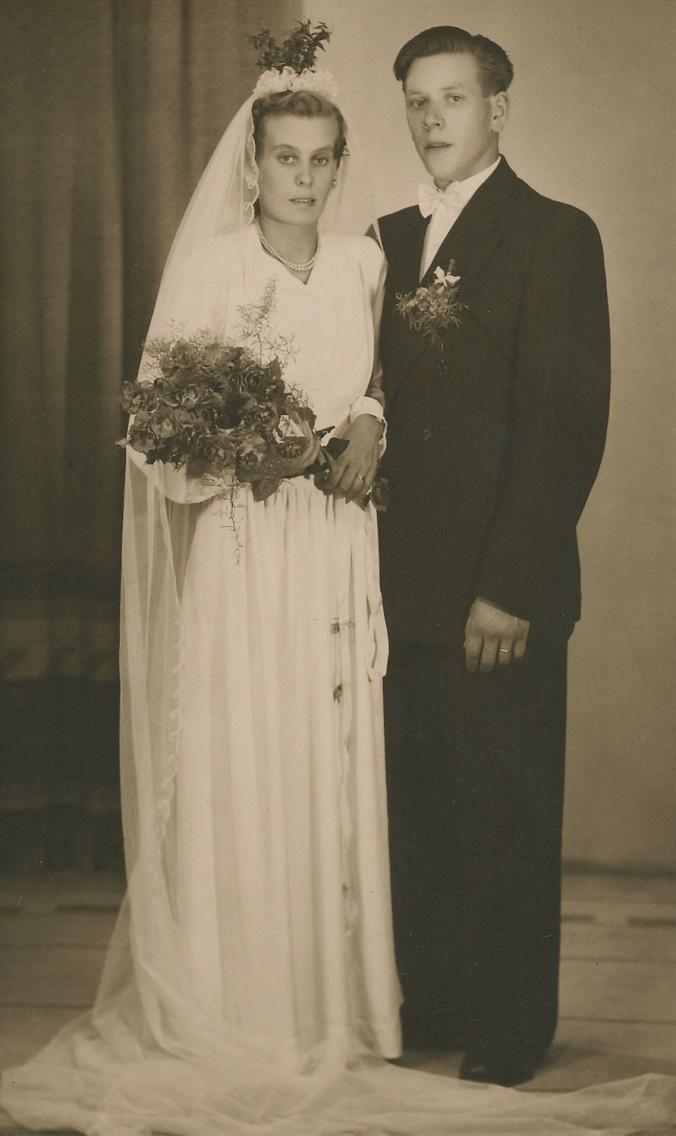 År 1952 gifte sig Arne Lövholm med Lisbeth Kronman från Idbäcken, som var dotter till Konrad Kronman och Hildegard, född Landgärds.
