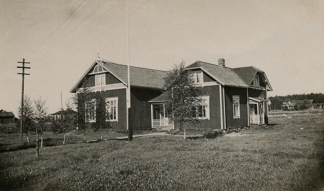 Arthur Lövholms foto av Dagsmark ungdomsförenings hus Majbo, möjligtvis på 30-talet.