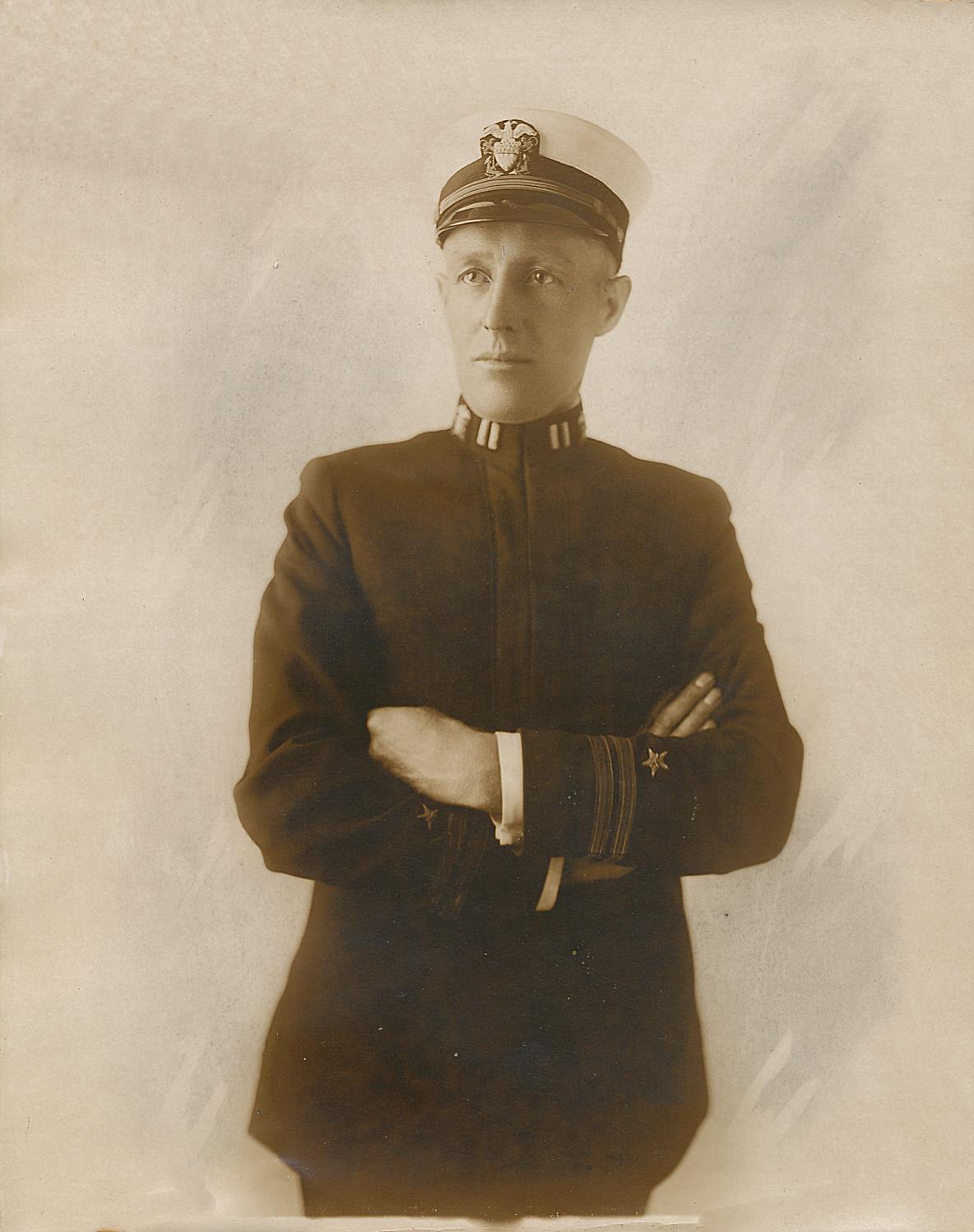 Här sjökapten Nils Nelson i uniform.