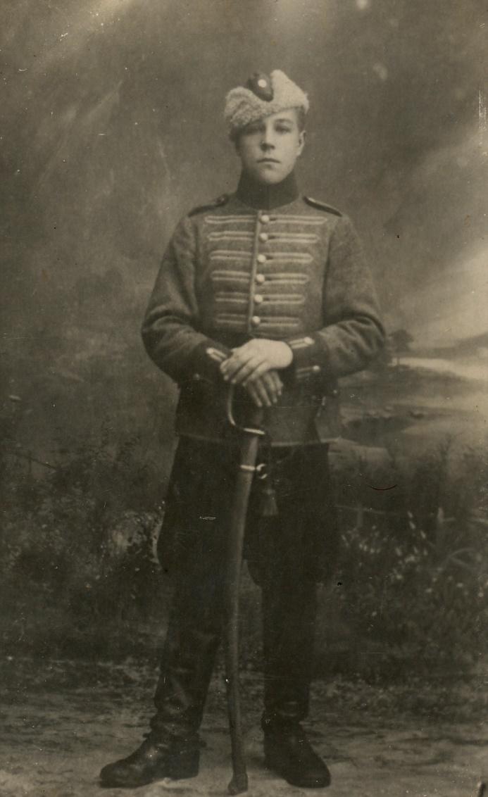 Här Arthurs tvillingbror Hemming som soldat i den finska armén.