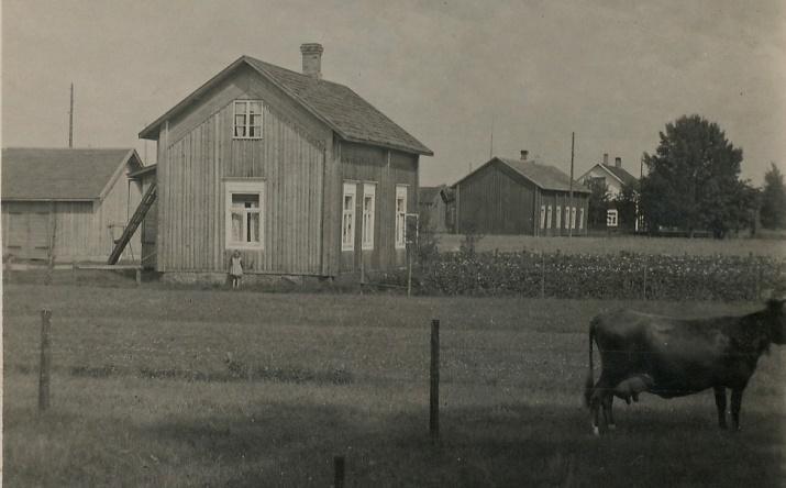 Här Arthurs foto av Lindell Arturs, Lindell Valters och längst bort Nyströmas.