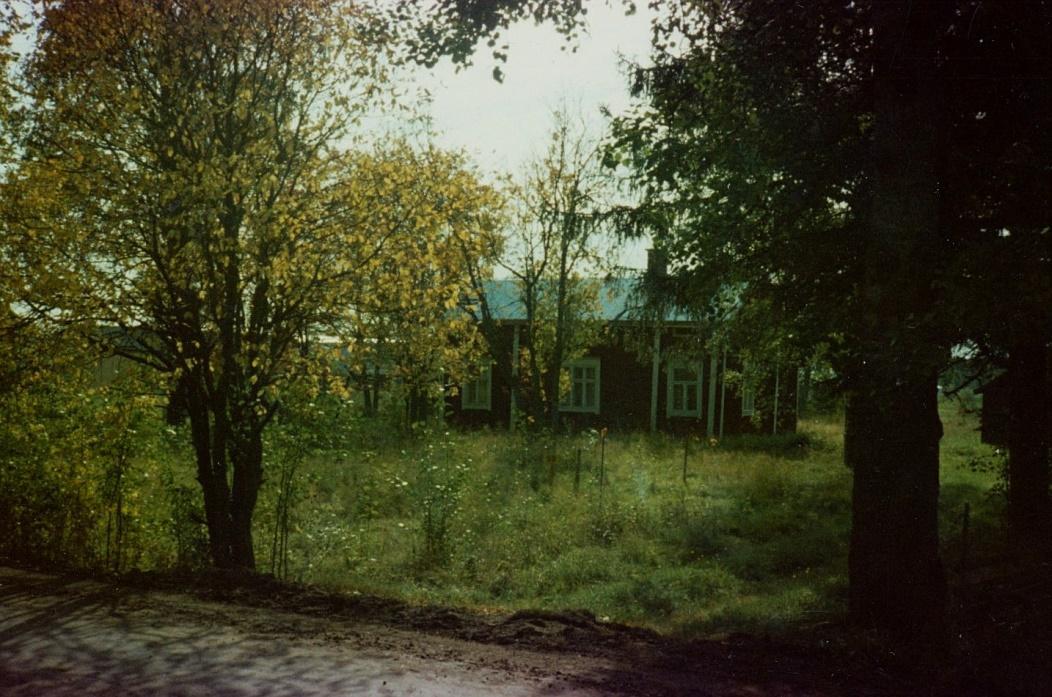 På Kurts foto så syns det att området börjat växa igen så pass att själva huset knappt syns.