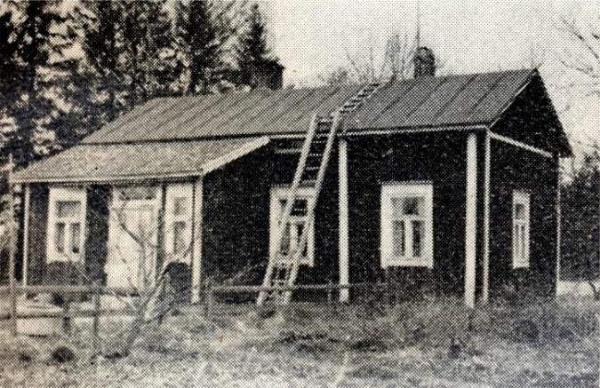 Enligt en husbok från 1960-talet så skulle Sandbackas hemman varit 2,8 hektar stor och där skulle ha funnits 2 kor.