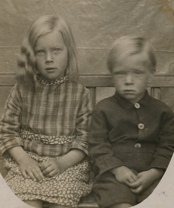 Arthurs foto av barnen Elvi och Arne.