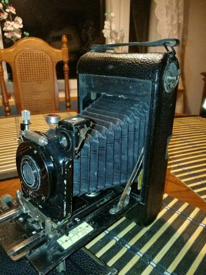 Säkerligen hade Arthur flera kameror under sin aktiva tid som fotograf, men det här är den senaste som han använde.