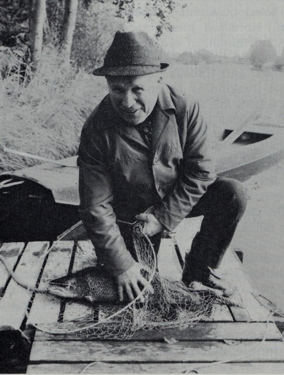 På detta foto ur Lappfjärds historia, del 3 ser vi Gunnar med en havsöring.