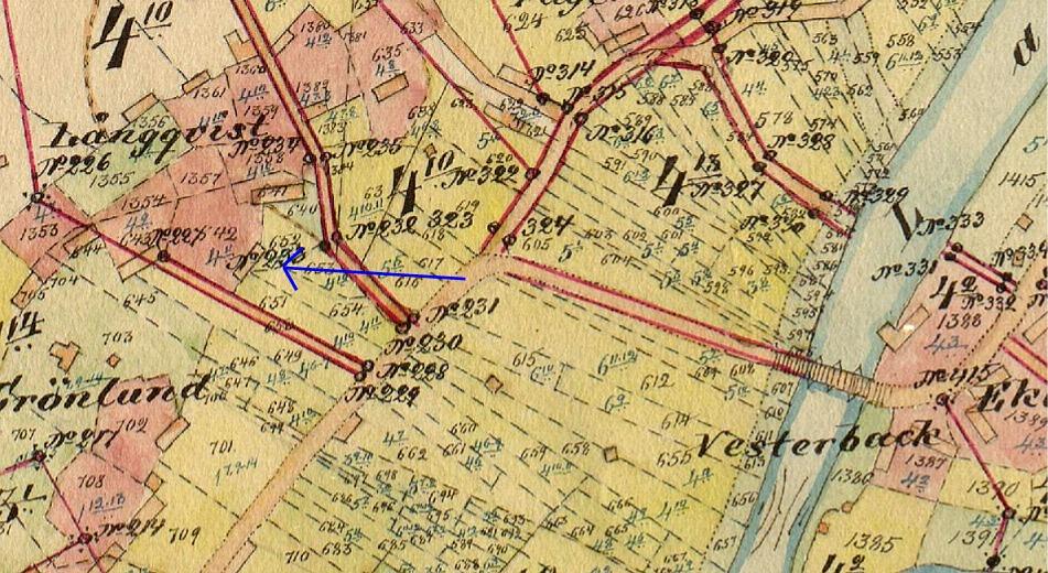 På storskifteskartan så syns det var Forslins gård stod nere i byn före den flyttades upp till Åbackan. Den stod nära där familjen Rosengård bor i dag.