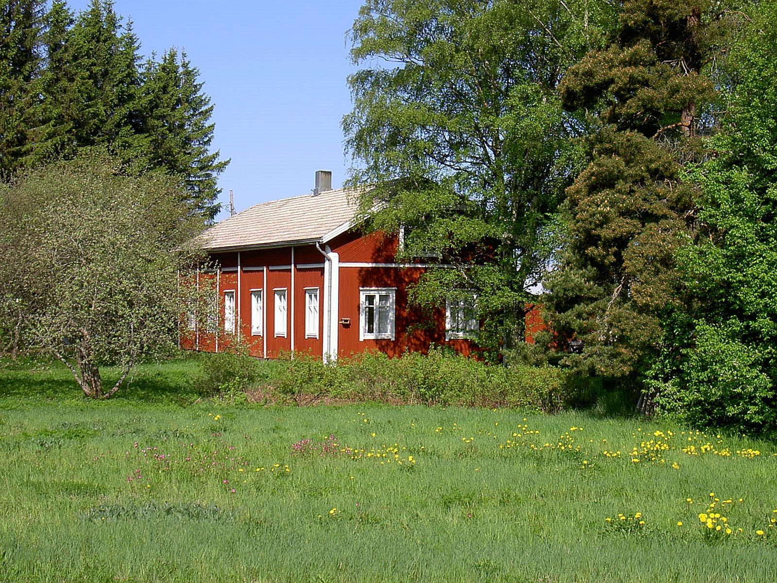 Gården fotograferad från vägen år 2003.