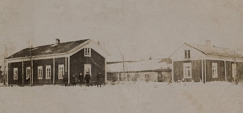 Så här såg gården ut som Koll-Viktor flyttade från Brobackan upp till Skräddarmossen i början på 1900-talet.