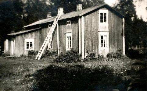 I den här gården i Bötom bodde Knut och Hilda Santamäki i slutet på 20-talet.