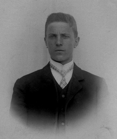 På bilden byggmästaren Emil Storkull, ca 1910.