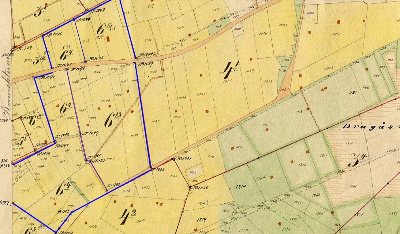 Här på storskifteskartan så ser vi hemskiftet på Englunds hemman, som består av nr 6:4 och 6:13. Utöver hemskiftet så fanns det skogsskiften på Änikoskmossen och på Dragåsen.