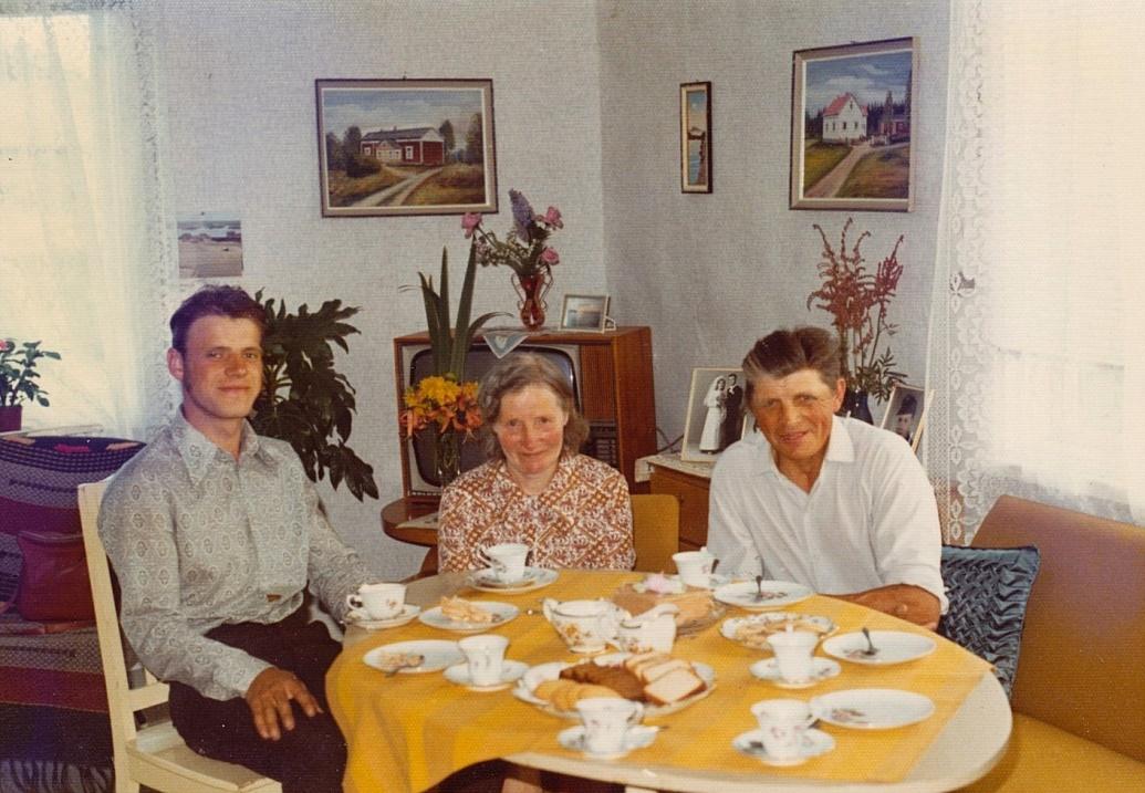 Till vänster Bengt tillsammans med Signe och Eliel i augusti 1972.