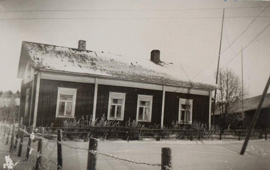 Så här såg huset ut 1952 då fröken Elin Rosenback bodde i sin farbrors gård.