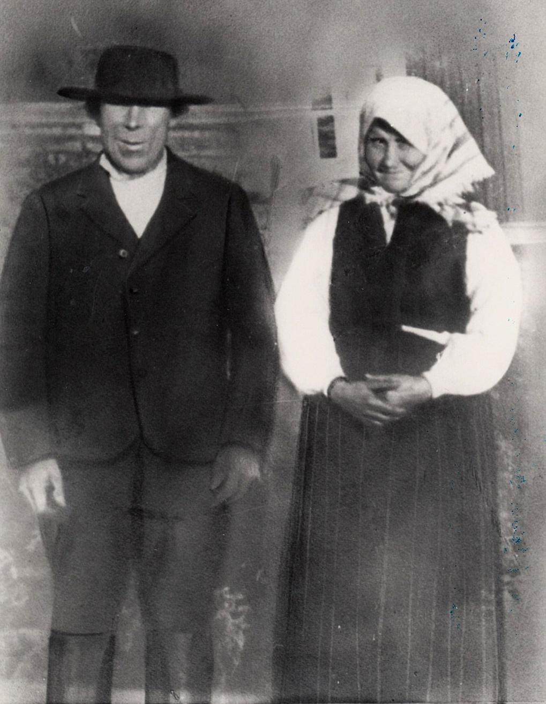 På bilden Englund Mandas föräldrar Karl Korsbäck (1850-1917) och Vilhelmina (1849-1927).