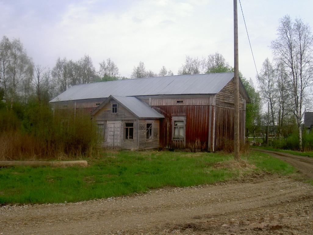 Strömbergs gamla bondgård fotograferad våren 2003 från sydväst.