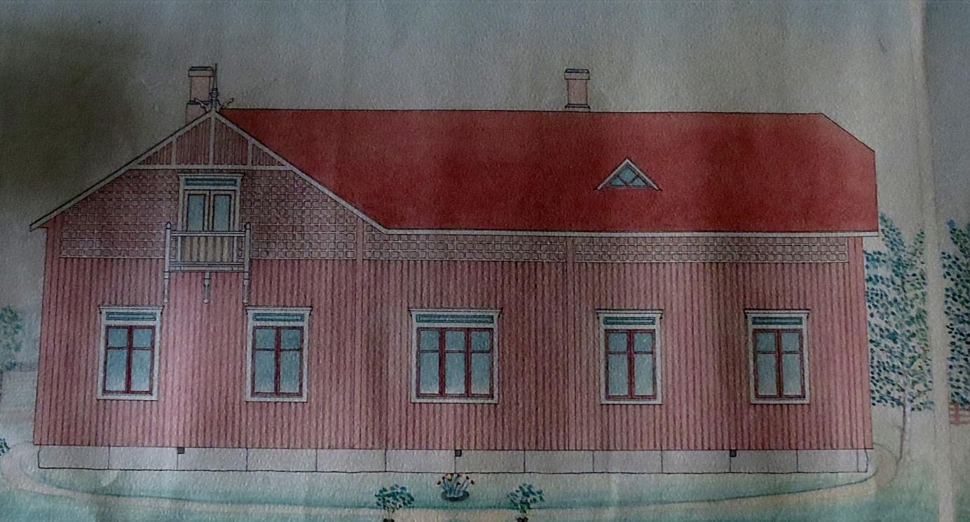 Så här såg fasaden ut ner mot byn. Ritningen över fasaderna är konstnärligt utförda och vackert färglagda. Trots att det inte fanns några bostadsrum på vinden, så var huset försett med någonting så ovanligt som en balkong, troligen den första i Dagsmark.