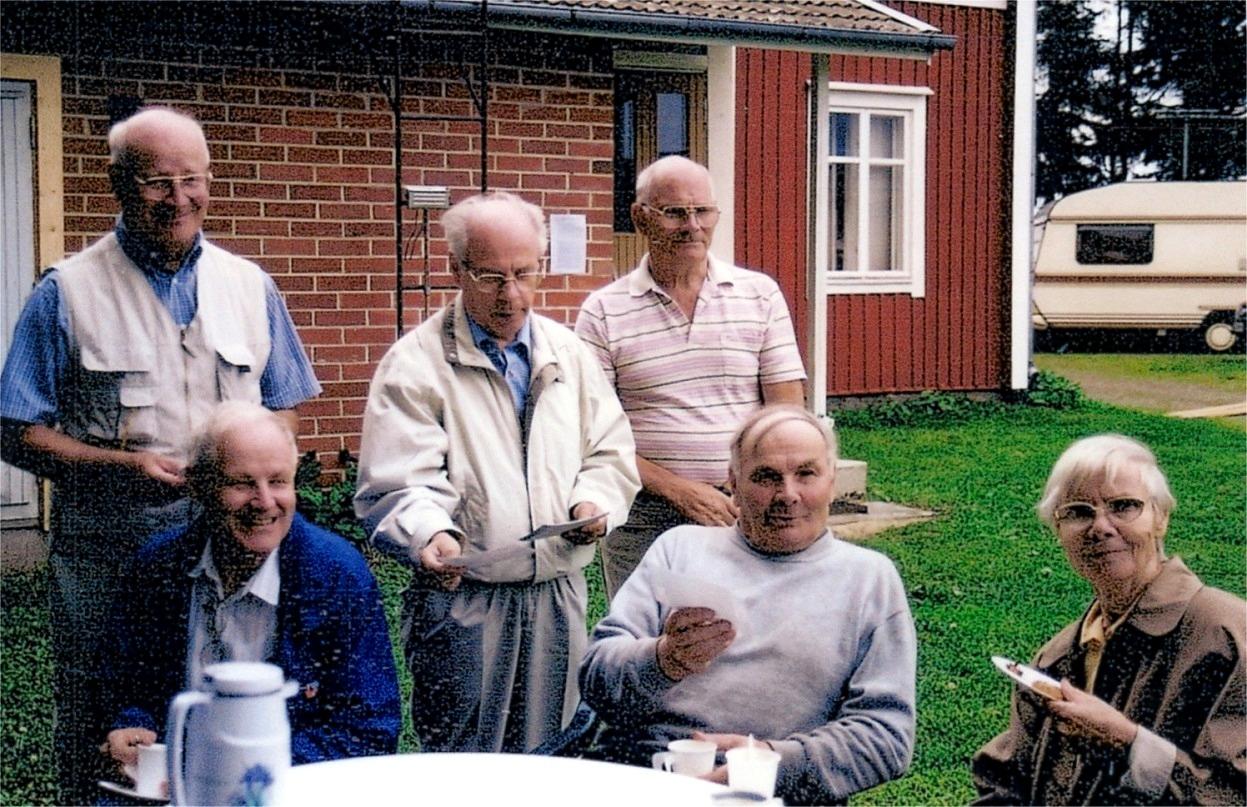 År 2000 fyllde Alvar 75 år och uppvaktades av sina syskon. Fr. v. Aarre, Pauli, Pentti, Jarl, Alvar och Sylvi.