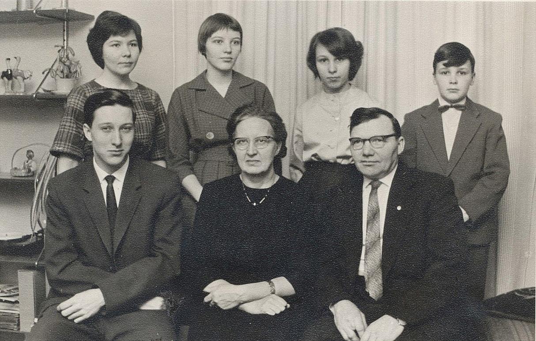 På bilden Urho och Hjördis Myllyniemi med de 5 barnen: Harri f.1940, Vivi-Ann f.1942, Ritva f.1943, Margita f.1947 och Robert f.1949.