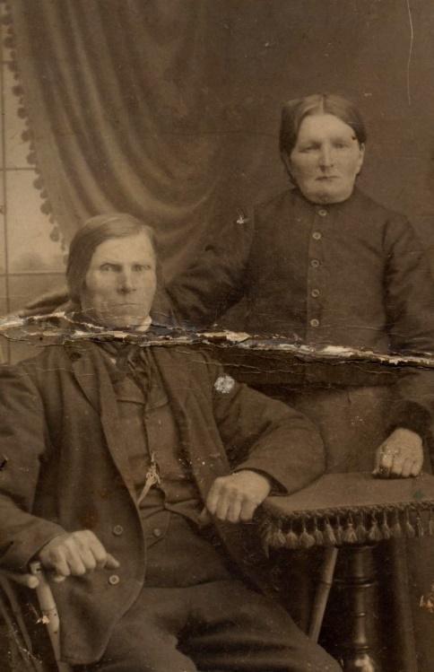"""På bilden """"Träsk-Kalle å Karolin"""" som ägde så gott som hela Kvarnå, från Kårk allt upp till Dragholms."""