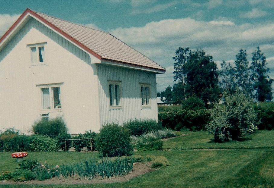 Så här såg fröken Elin Rosenbacks hus ut år 1957, fotograferat från söder.