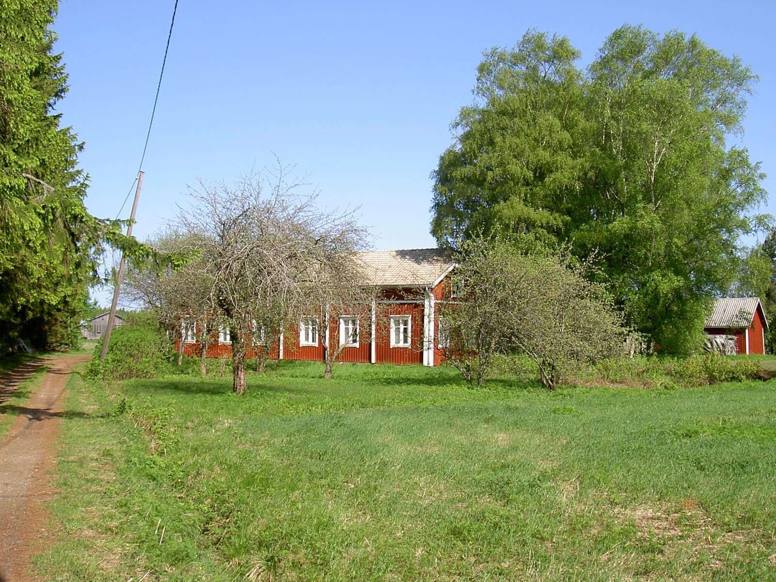 Så här såg Hällbackas gård ut år 2003.
