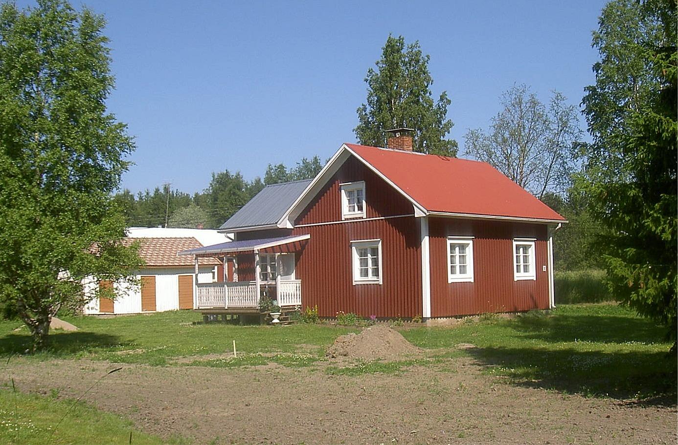 Den nuvarande ägaren till Elin Rosenbacks hus har byggt ut och renoverat den, så att den år 2005 såg ut så här.