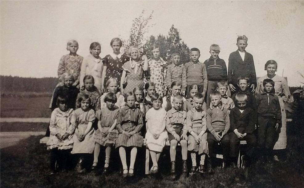 Det var nog säkert trångt då så här många elever i mitten på 30-talet gick i den finska folkskolan som stod bredvid Myllyniemis.