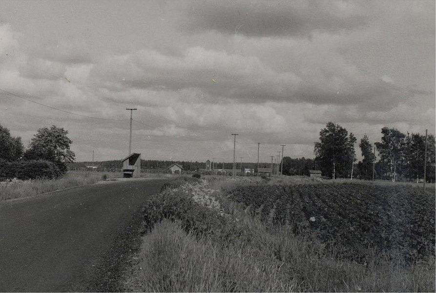 Landsvägen mot Palon, fotograferad från Granlundas Alvaras österut.