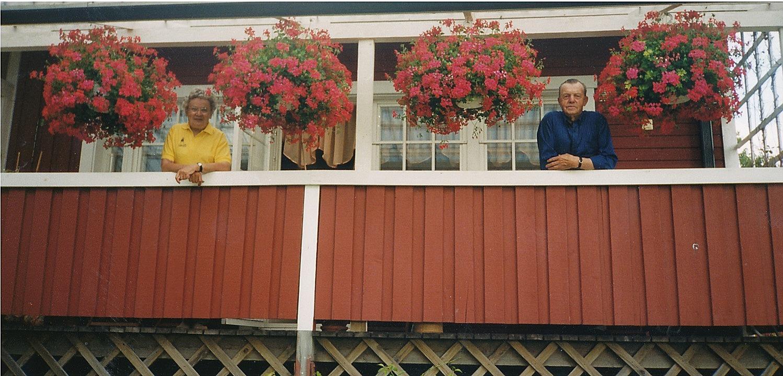 Här Helvi och Nils Klemets som är och hälsar på sin yngre dotter i Ingå.