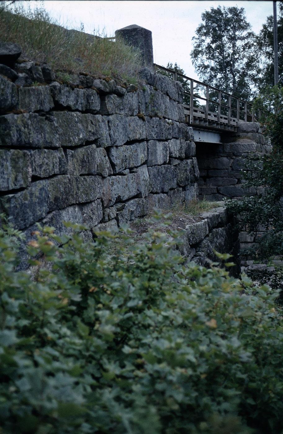 Käringkåsk-Samuel och hans mannar hade gjort ett bra jobb med stenarna på 1850-talet då bron byggdes.