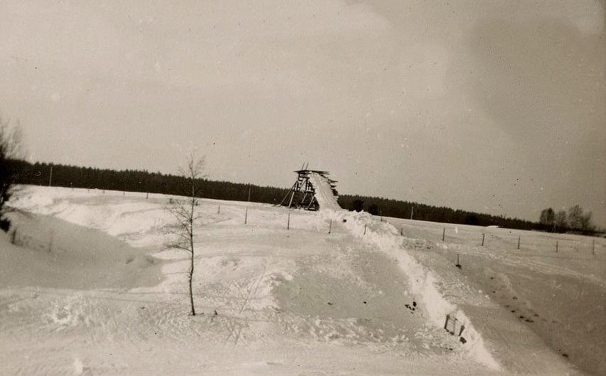 Endast de tuffare pojkarna vågade hoppa i Vikings hoppbacke på Åbackan.