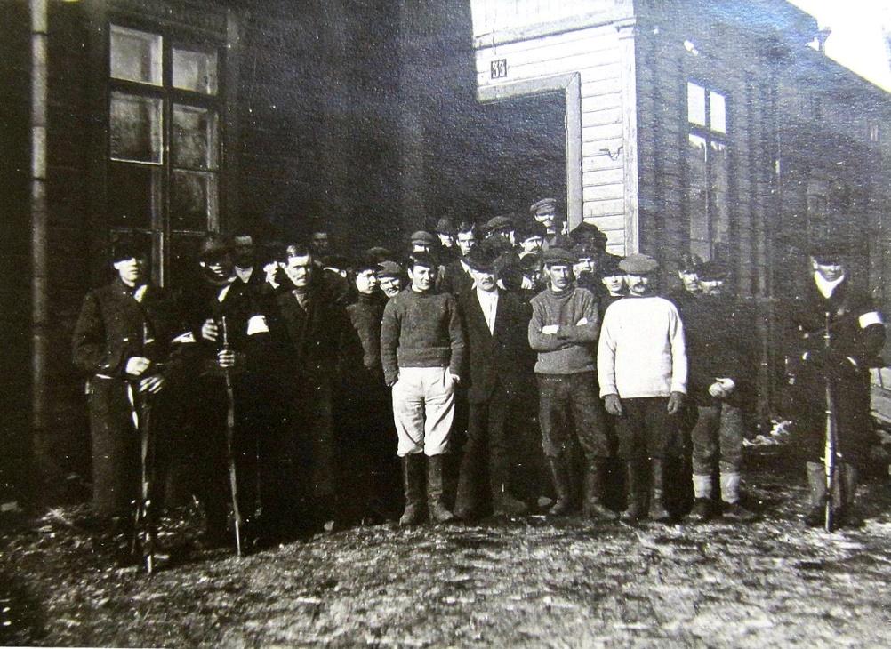 En stor mängd rödgardister togs till fånga i Kristinestad och de blev skickade till Vasa, där de internerades i en kasern på Skolhusgatan.