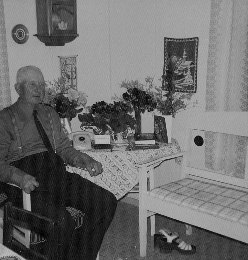 """Emil Nyholm som """"va lika gambäl såm Kekkonen"""" fyllde 75 år 1975."""