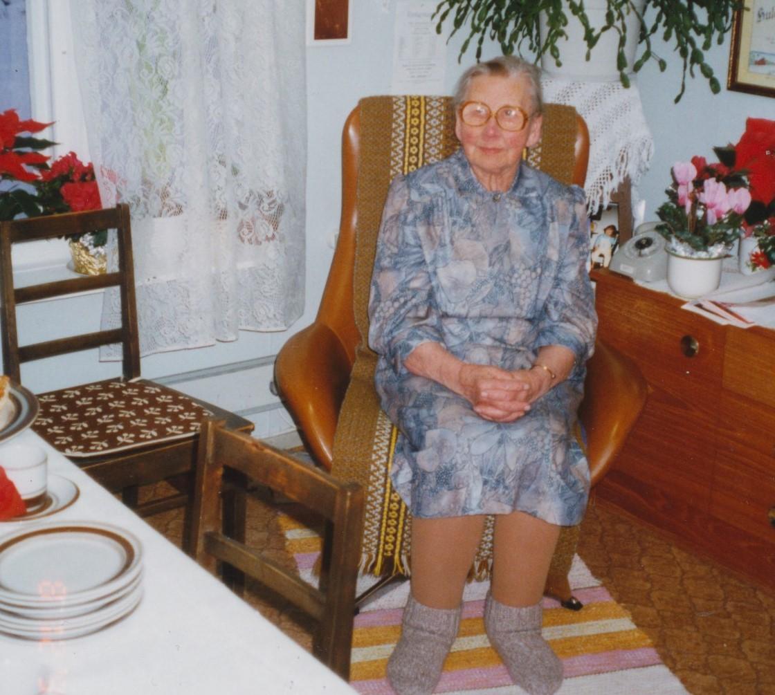 Hulda Nyholm i länstolen.