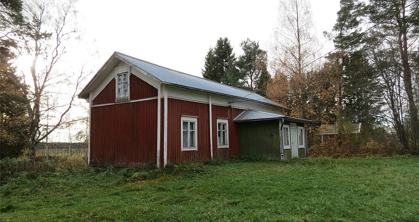 Nyholms gård fotograferad från öster år 2013.
