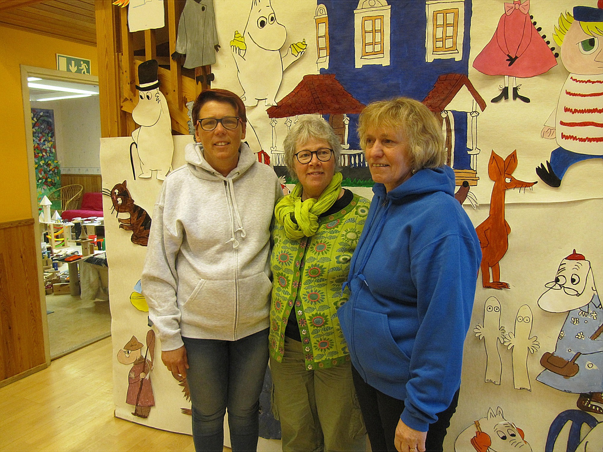 Trotjänare kan man nog kalla dessa damer. Susanne Leppänen till vänster har arbetat på dagis i 30 år, Mia Rosengård i mitten var föreståndare de första 22 åren och nuvarande föreståndare Anki Lillhannus började i Dagsmark redan på den gamla tiden, uppe på småskolans vind.