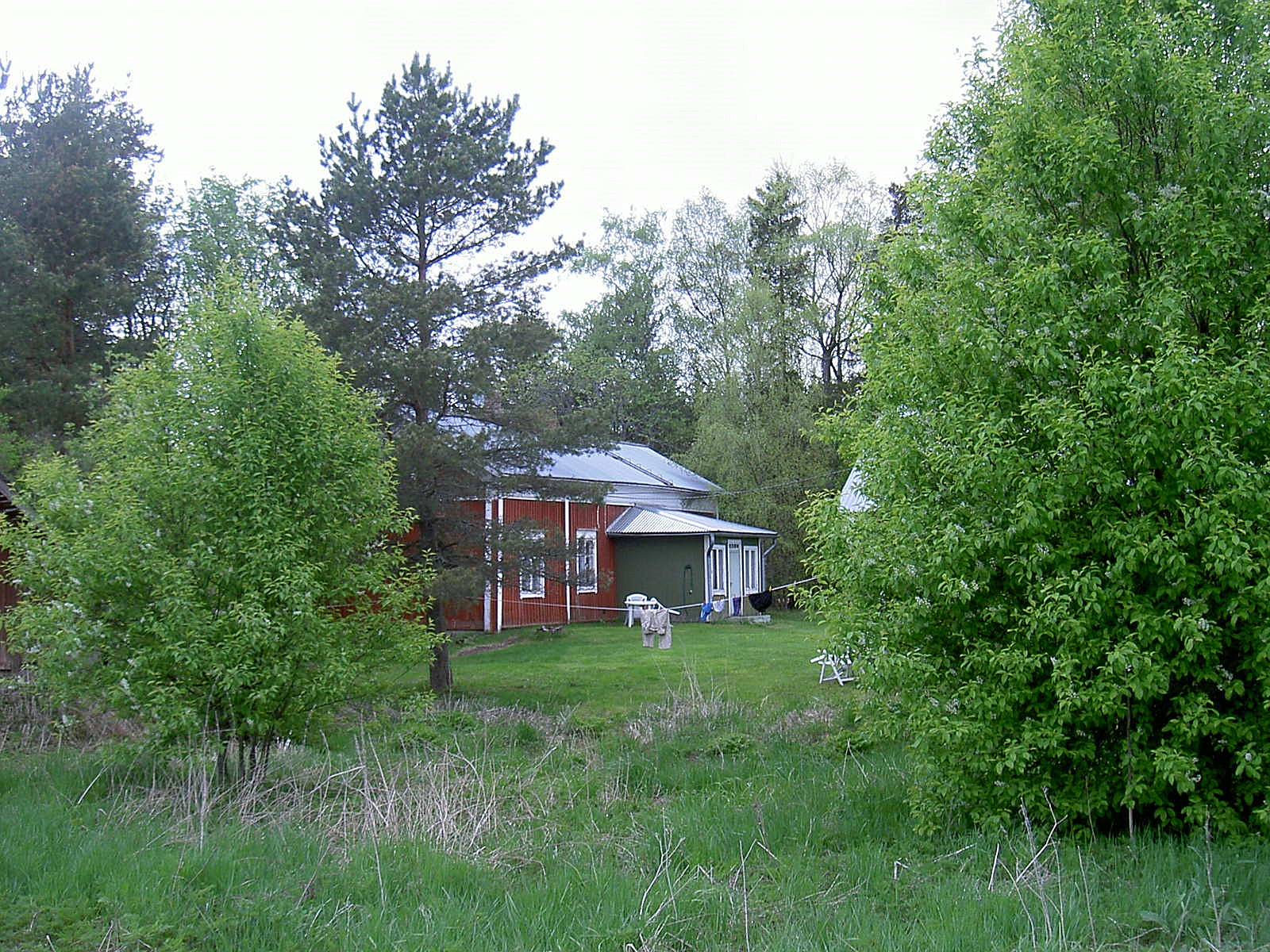 Huset fotograferat från öster år 2003. Gården används i dag endast som fritidsbostad.