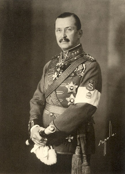 Mannerheim med medaljer