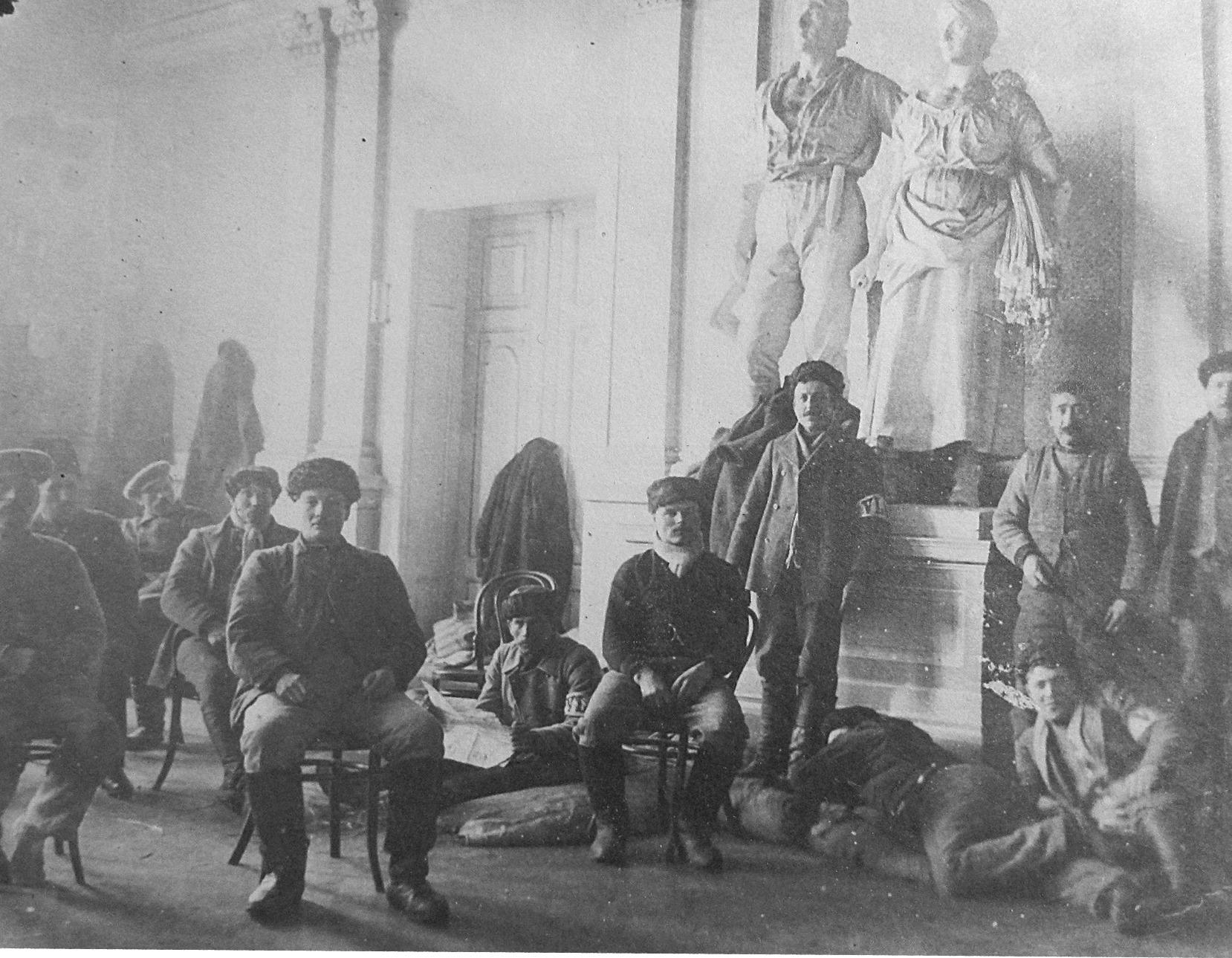 Här några skyddskårister som inkvarterades på stadshuset i Vasa.