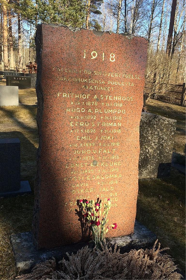 Rödgardisterna som stupade vid intagningen i Kristinestad har fått ett eget minnesmärke på den nya begravningsplatsen vid Alesundsvägen.