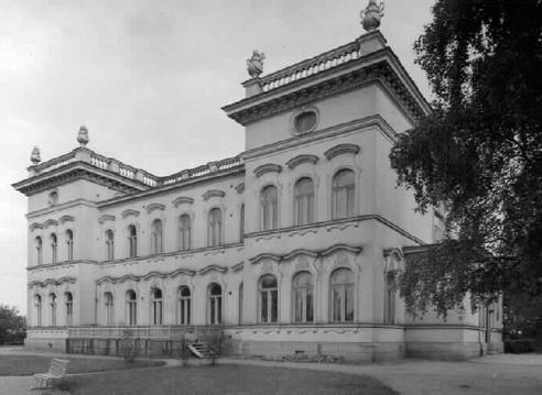 Den här slottsliknande byggnaden i Tammerfors byggde Peter von Nottbeck år 1898 och den fick då namnet Milavida. Byggnaden som är planerad av Karl August Wrede såldes 1905 åt Tammerfors stad som började kalla den för Näsilinna och där inrymdes Tavastlands museum. Slottet skadades svårt under striderna 1918 men har sedan restaurerats i ursprungligt skick.