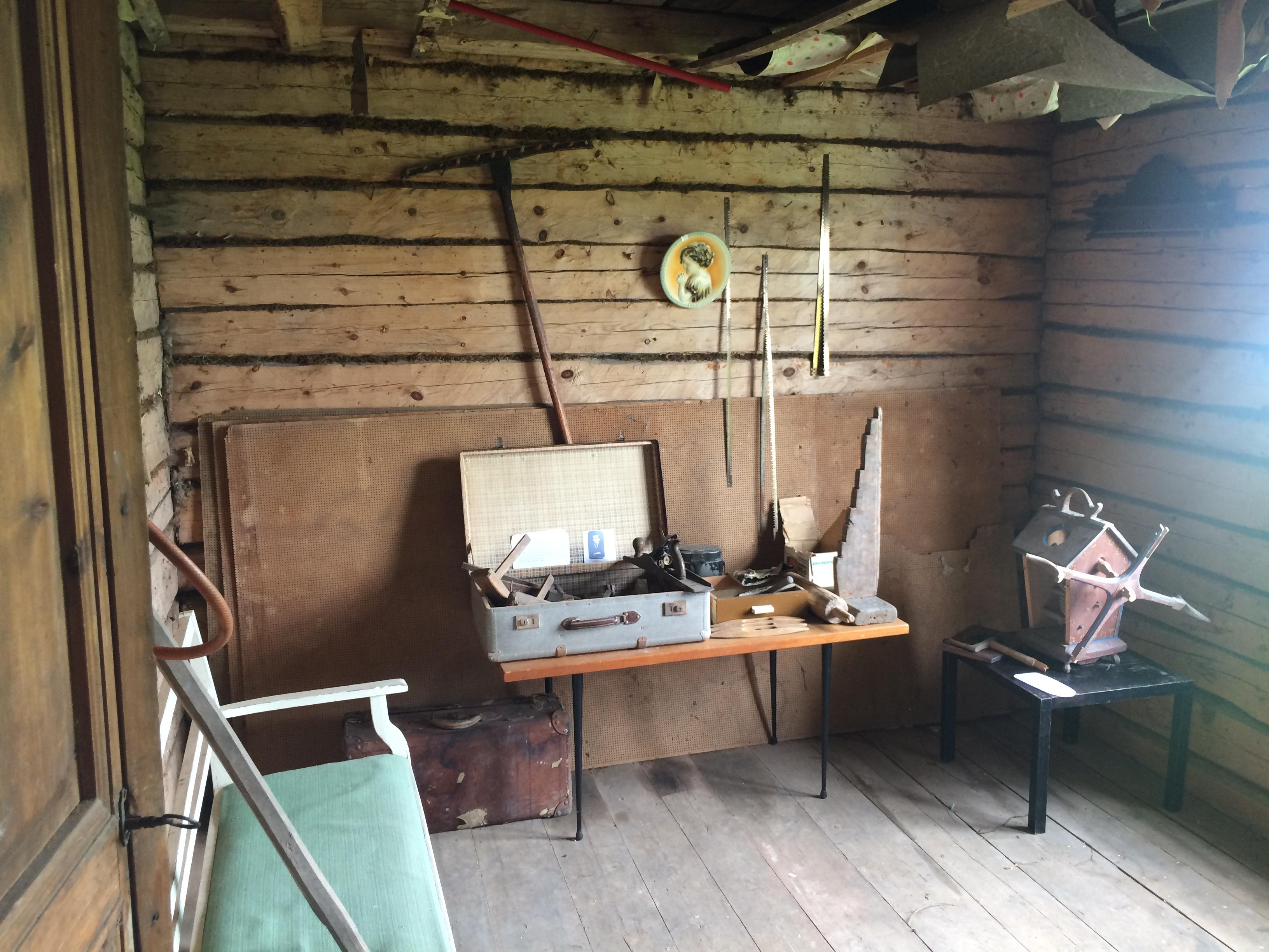 I kammaren fanns gamla föremål utställda.