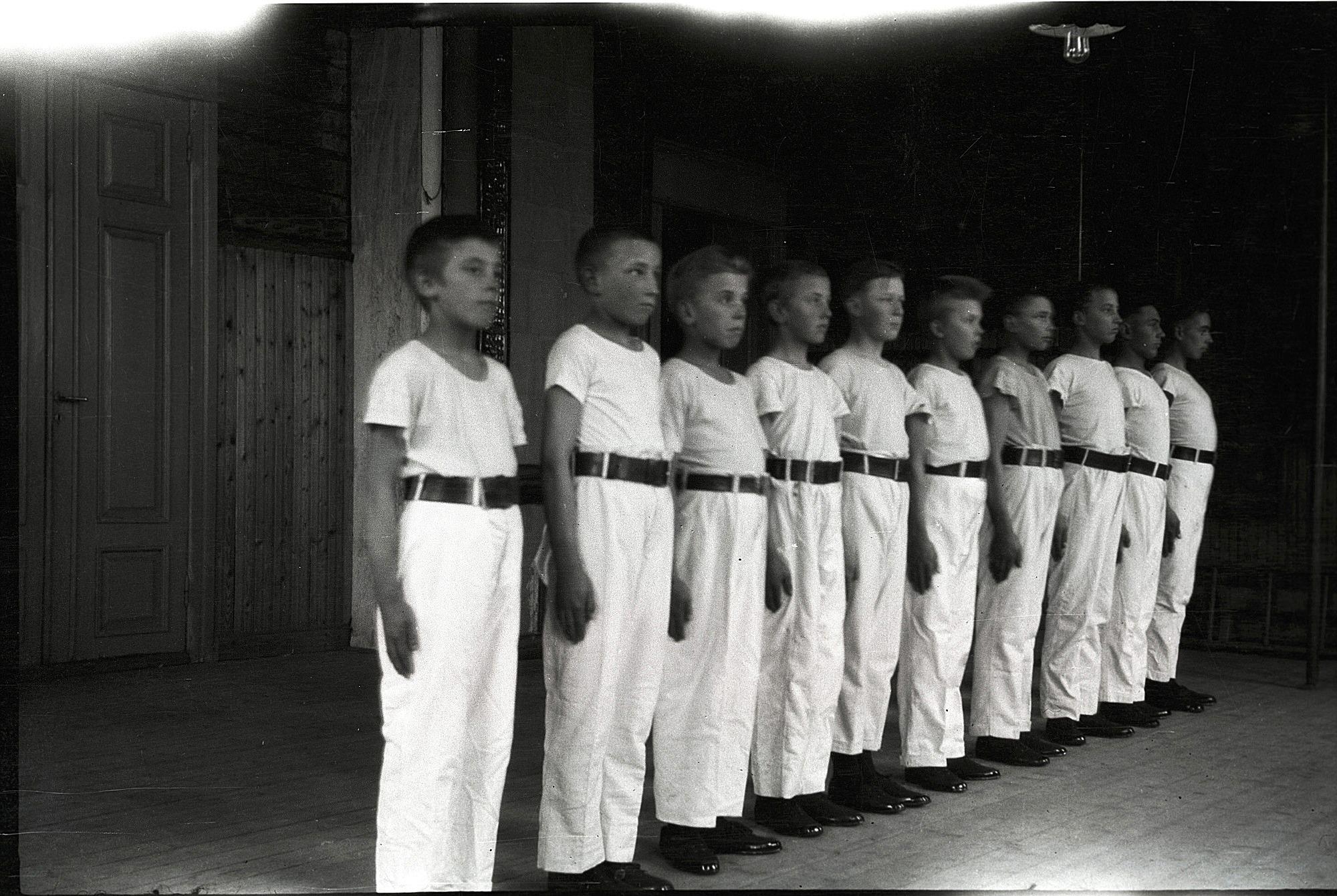 Lantbruksklubben egna gymnastiklag år 1930, från vänster Åke Storhannus, Gunnar Ingvesback, Karl Stenman, Elis Knus, Valter Björknäs, Eskil Ålgars, Runar Ingvesback, Uno Björses, Helge Björklund och Ragnar Landgärds.